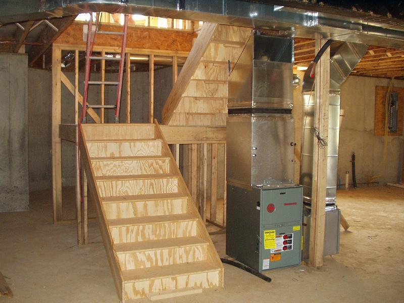 Как сделать лестницу с цокольного этажа в доме 546